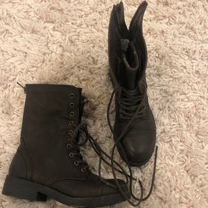 barely worn combat books size 6.5 woman's